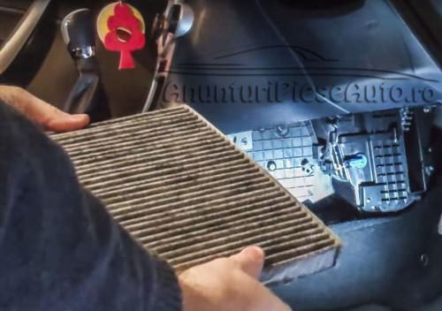 Cum se inlocuieste filtru de polen la Ford Fiesta