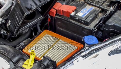 Unde este localizat filtru aer Ford Fiesta 2008-2015